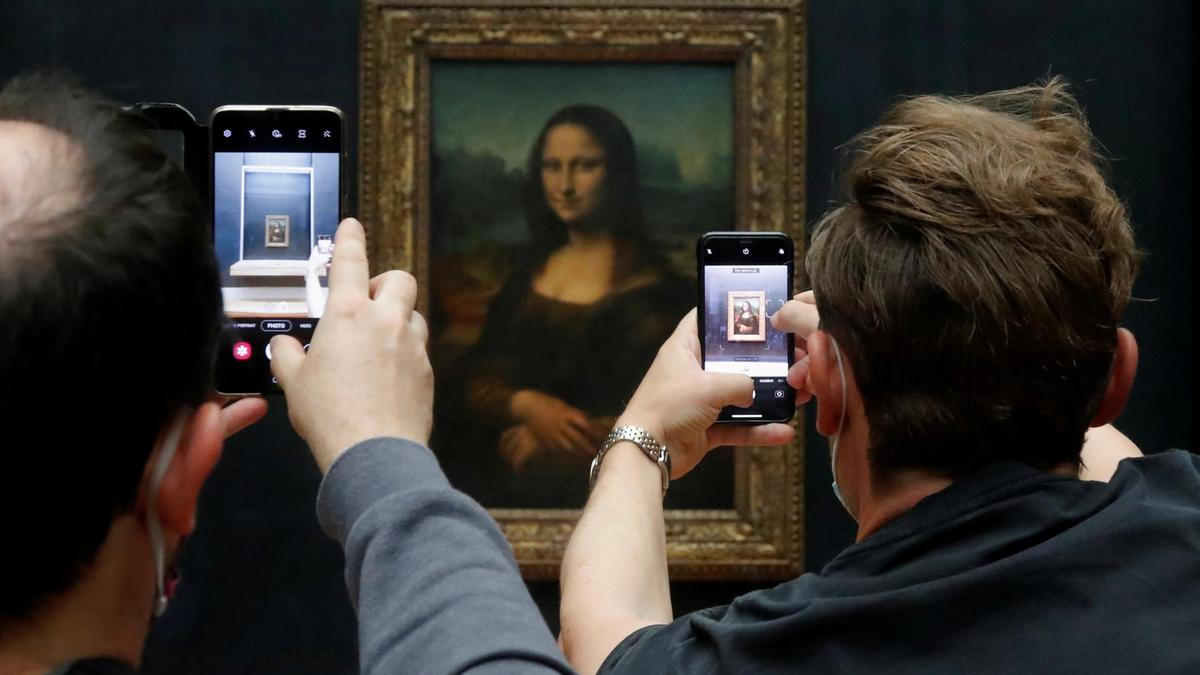 Now, no need to fly to Paris to experience The Louvre's magic !