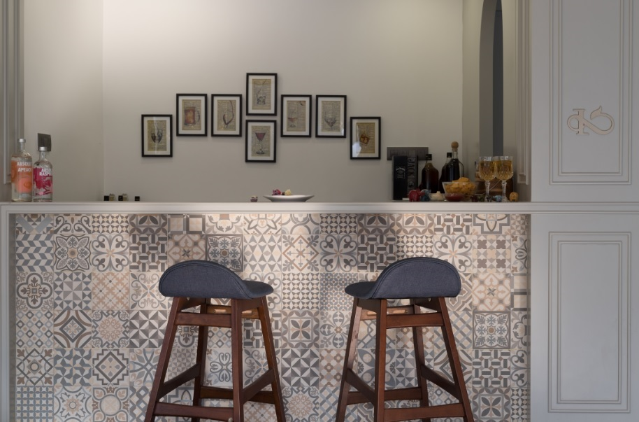 The Topiwalas: A couple of design lessons in Room For More Art