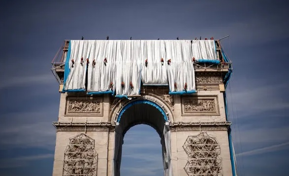 Art in science furnishes a glimpse into the past; it's a wrap for the Arc de Triomphe
